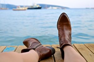 boots-828975_1280